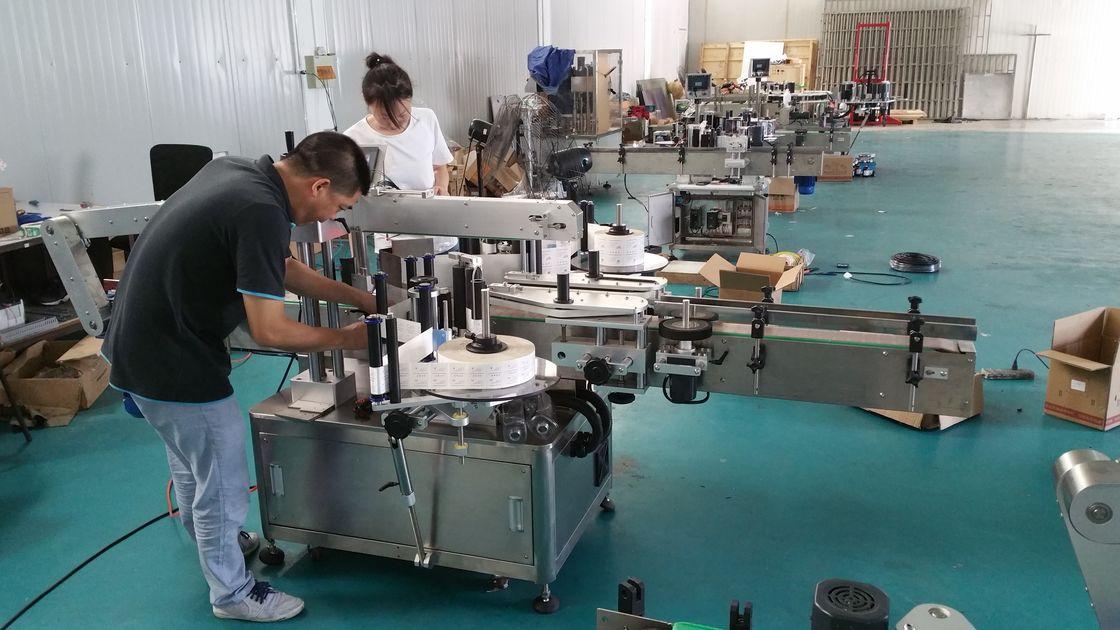 Prilagojen stroj za etiketiranje steklenic za vodo, avtomatski stroj za označevanje klopi