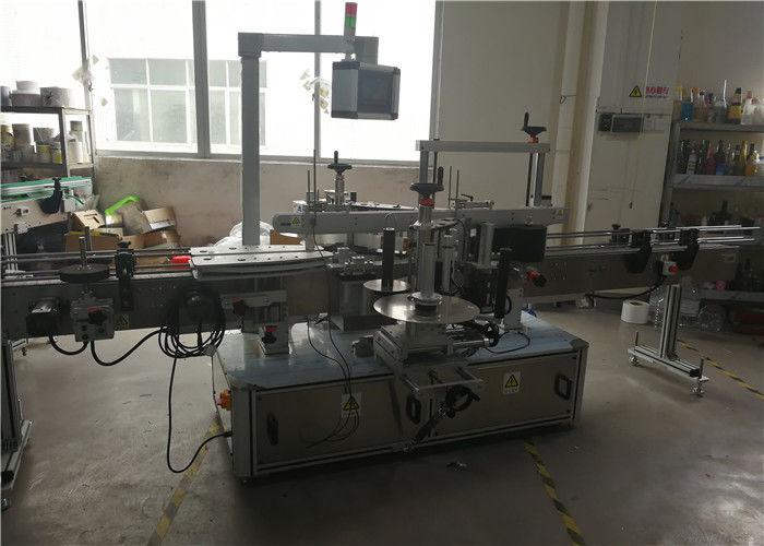 Stroj za etiketiranje plastičnih steklenic za kemične izdelke
