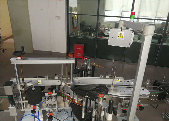 Stroj za etiketiranje plastičnih steklenic za kozmetično industrijo
