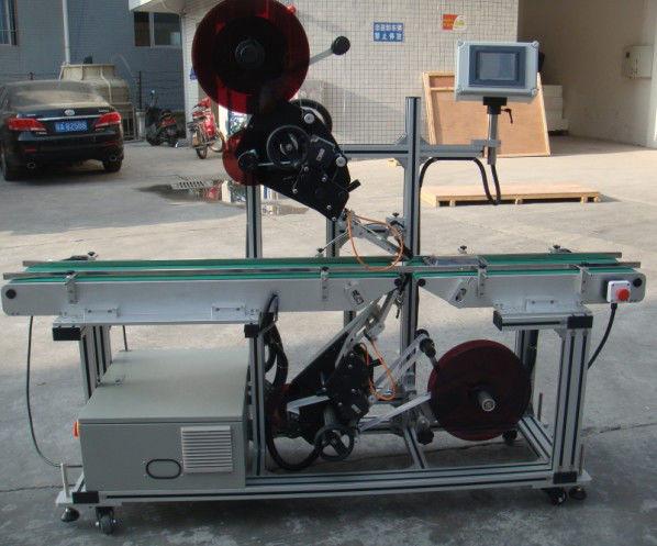 Stroj za etiketiranje z visokim izkoristkom z razdeljenim tračnim transporterjem